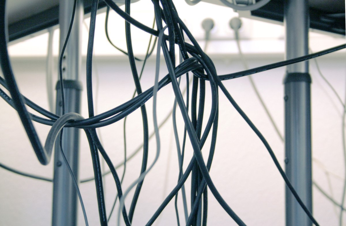 Cable spaghetti – Help to prevent that tangle of wires in the office or at home