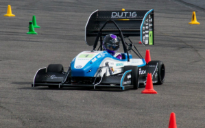 picture car: DUT16 in een slalomtest