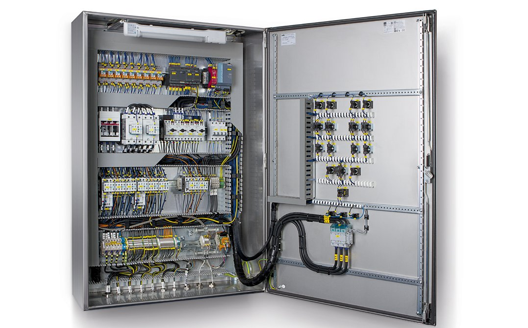 Efficient electrical panel design: systematic cable management with HelaDuct wire retainers